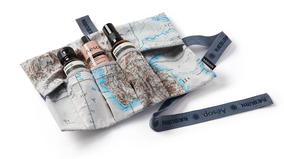 Aus Pilotenkarten: Raeburn recycelt für seine Tasche robuste Seide.