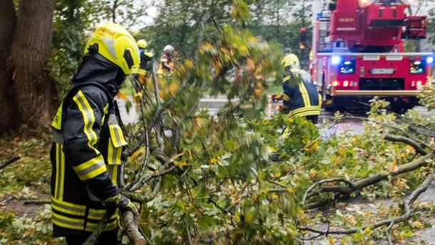Sturmtief löst Bahnchaos in weiten Teilen des Landes aus