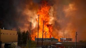Waldbrand schlägt 90.000 Kanadier in die Flucht