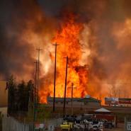 Schwer, der Flammen Herr zu werden: Großbrand in Fort McMurray, Alberta.