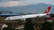 Stört den Betrieb: der Airbus 330 der Turkish Airlines.
