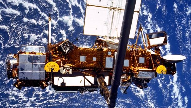 Ausrangierter Satellit könnte auf die Erde stürzen