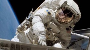 ISS fährt Sonnensegel aus