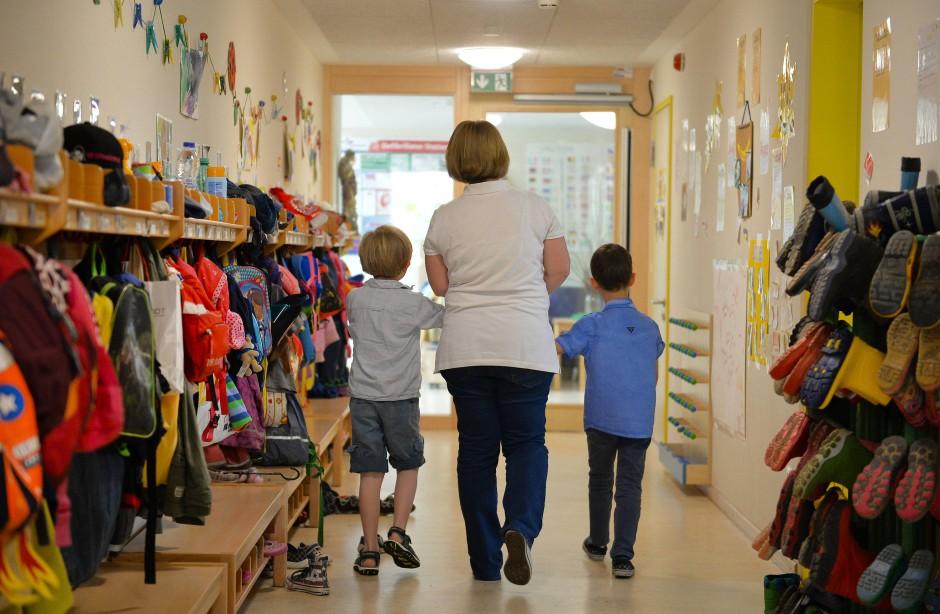Was tun, wenn das Kind zu viel allein spielt ? Oder wenn drei der engsten Kindergartenfreunde weggezogen sind?