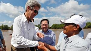 John Kerry trifft Kriegsgegner in Vietnam wieder