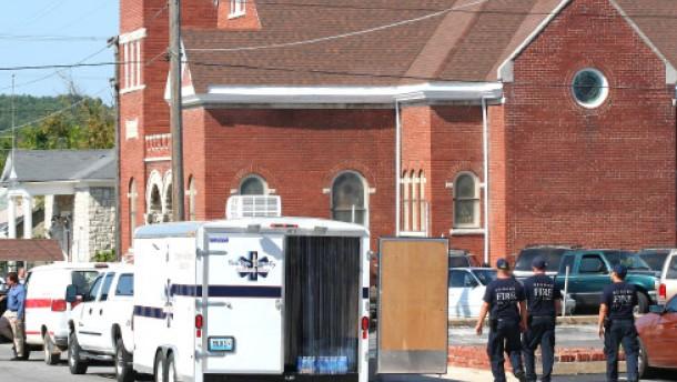 Drei Tote bei Amoklauf in Kirche