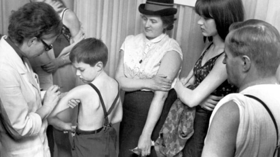 Hannover, 1967: Pockenschutzimpfung für die ganze Familie