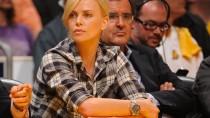 """Passt doch: Schauspielerin Charlize Theron mit der """"Deepsea"""" von Rolex bei einem Basketballspiel."""