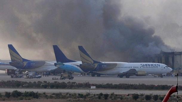Dutzende Tote bei Taliban-Angriff auf Flughafen