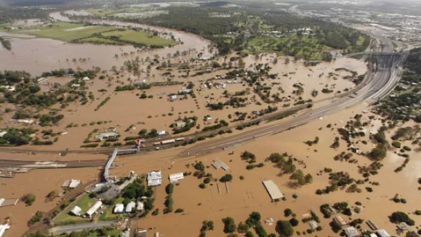 """Stadteile unter Wasser - Schäden """"wie nach Krieg"""""""