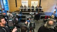 Großen Andrang gab es bei der Pressekonferenz, bei der die Polizei am Samstag die Festnahme bekanntgab. Die wird jetzt Diskussionsstoff bieten.