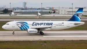 Schiffe und Flugzeuge suchen nach Egypt-Air-Maschine