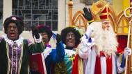 90 Festnahmen bei Protesten gegen schwarze Nikolaus-Helfer