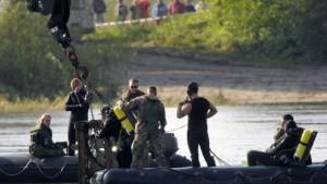 Panzer aus Elbe geborgen