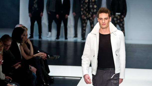 """""""Mercedes-Benz Fashion Week"""" - Auf der Berliner Modewoche präsentieren Dutzende Designer ihre Entwürfe für Herbst und Winter 2013/14"""