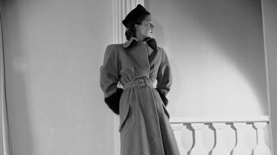Vom vergessenen Traditionshaus zum angesagten Trendlabel: Carven, hier mit einem Modell von 1945.