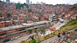 Eine Favela steht wieder auf