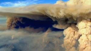 Rauchwolken verdunkeln Himmel