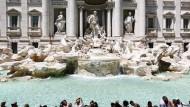 Trevi-Brunnen in Rom: Hier zu baden könnte teuer werden.