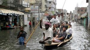 Dhaka fast zur Hälfte überflutet