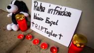 Trauer um das Baby im Dezember 2015. Jetzt besteht ein dringender Tatverdacht gegen den Freund der Mutter.