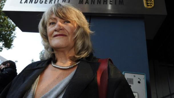 Alice Schwarzer im Zeugenstand