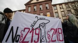 Ärztin muss wegen unerlaubter Abtreibungswerbung Geldstrafe zahlen