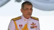 Jungen beschießen thailändischen König mit Spielzeugpistole