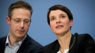 Die AfD-Bundesvorsitzende Frauke Petry und der der Vorsitzende der AfD von Nordrhein-Westfalen, Marcus Pretzell. (Hier bei einem Auftritt in Berlin Mitte Dezember)