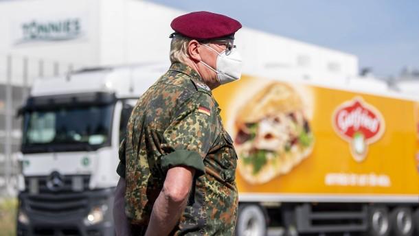 Weitere 40 Soldaten zur Unterstützung am Tönnies-Werk