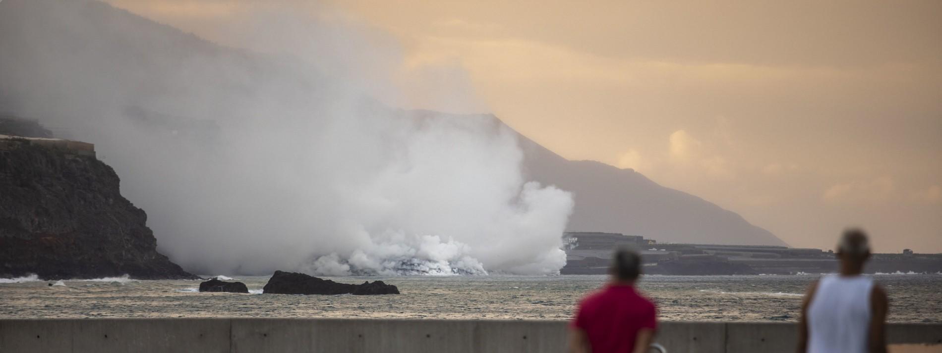 Der Vulkan gibt nicht auf – jetzt kocht das Meerwasser