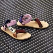 In Kooperation mit dem dänischen Label Hay lancierte Suicoke dieses Modell in Rosé- und Terracotta-Tönen.