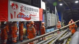 21 Bergleute nach Wassereinbruch in Bergwerk eingeschlossen