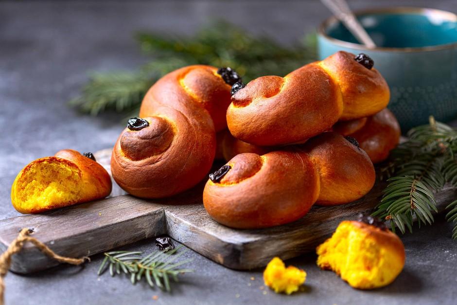 Großzügig mit Safran gewürzt: Safranbrötchen sind in Skandinavien ein traditionelles Weihnachtsgebäck.
