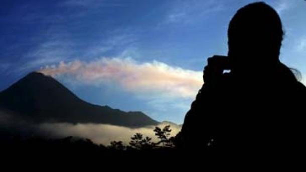 Tausende fliehen vor brodelndem Vulkan