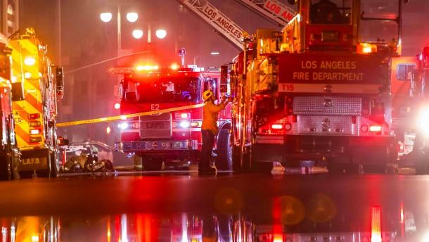 Elf Feuerwehrleute bei Großbrand verletzt
