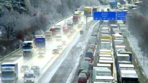 Berliner Flughäfen wegen Schneechaos geschlossen