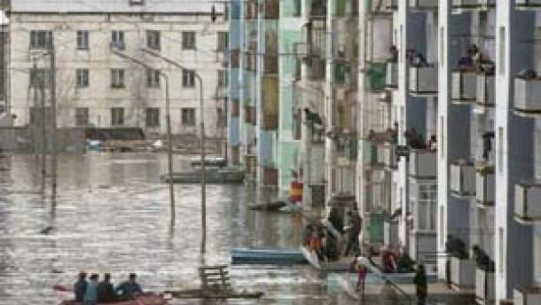 hochwasser sibirische stadt von berflutung bedroht. Black Bedroom Furniture Sets. Home Design Ideas