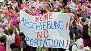Demonstration gegen Abschiebungen am Frankfurter Flughafen