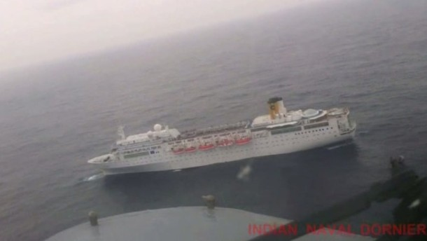 """Die im Indischen Ozean verunglückte """"Costa Allegra"""" wird zu den Seychellen gebracht, wo alle Passagiere in Sicherheit gebracht werden sollen"""
