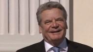Der 11. Bundespräsident ist mit seiner Lebensgefährtin an seinem Amtssitz Schloss Bellevue eingetroffen