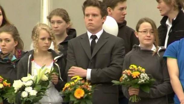 Ein ehemaliger Schüler des Gutenberg-Gymnasiums hatte am 26. April 2002 16 Menschen erschossen, anschließend tötete er sich selbst. Am Donnerstag wurde mit einer stillen Gedenkfeier an die Opfer des Massakers erinnert.