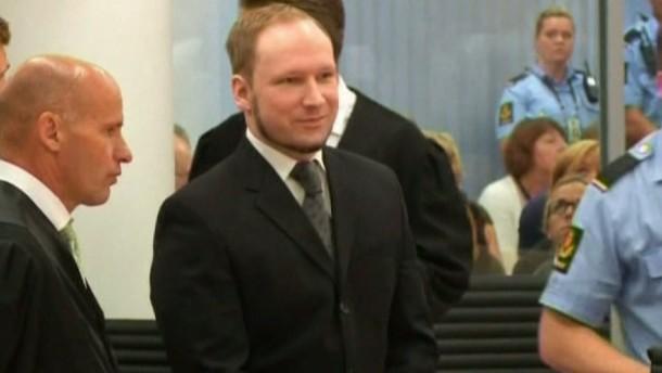 Das Osloer Gericht verurteilte den 33-Jährigen zur Höchststrafe von 21 Jahren und Sicherungsverwahrung. Seine Strafe wird Breivik in Einzelhaft am Stadtrand von Oslo verbüßen.