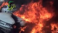 Bei einem Luftangriff syrischer Truppen sollen Dutzende Menschen ums Leben gekommen sein.