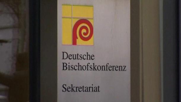 """Die Deutsche Bischofskonferenz kündigte am Mittwoch den Vertrag mit dem Institut des Kriminologen Christian Pfeiffer. Der hatte zuvor von """"Zensur- und Kontrollwünschen"""" der Kirche gesprochen."""