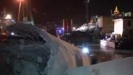 Frachter rammt Kontrollturm im Hafen von Genua