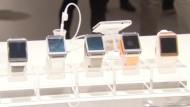 Die Smartwatch kann im Internet surfen und telefonieren.