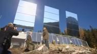 Eine kleine norwegische Stadt will mit gigantischen Spiegeln Licht ins Dunkel bringen.