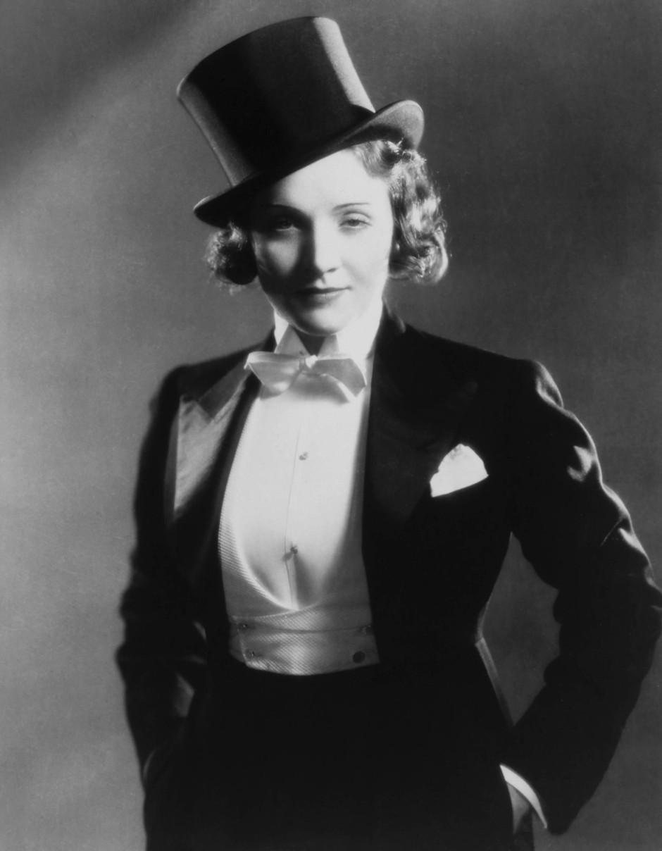 Marlene Dietrich im Smoking, Greta Garbo und Katharine Hepburn verhalfen der Hose zu stets zwiespältigem, aber umso unwiderstehlicherem Glamour.