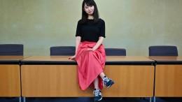 Japanische Mädchen groß Hahn